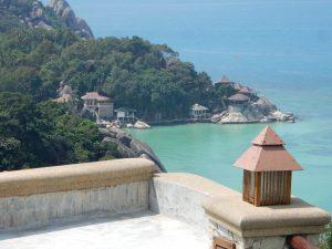 Eine Aussicht auf eine kleine Bucht auf Koh Tao