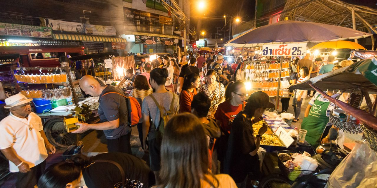 Saturday Night Market in der Walking Street (Wua Lai Road) in Chiang Mai