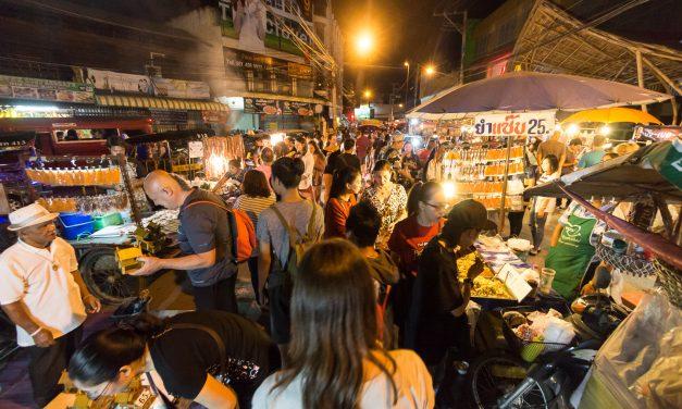 Saturday Night Market in der Walking Street (Wua Lai Road) in Chiang Mai