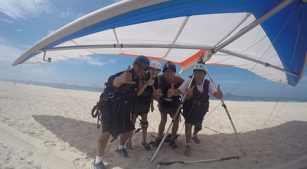 Wir am Strand nachdem Hang Gliding