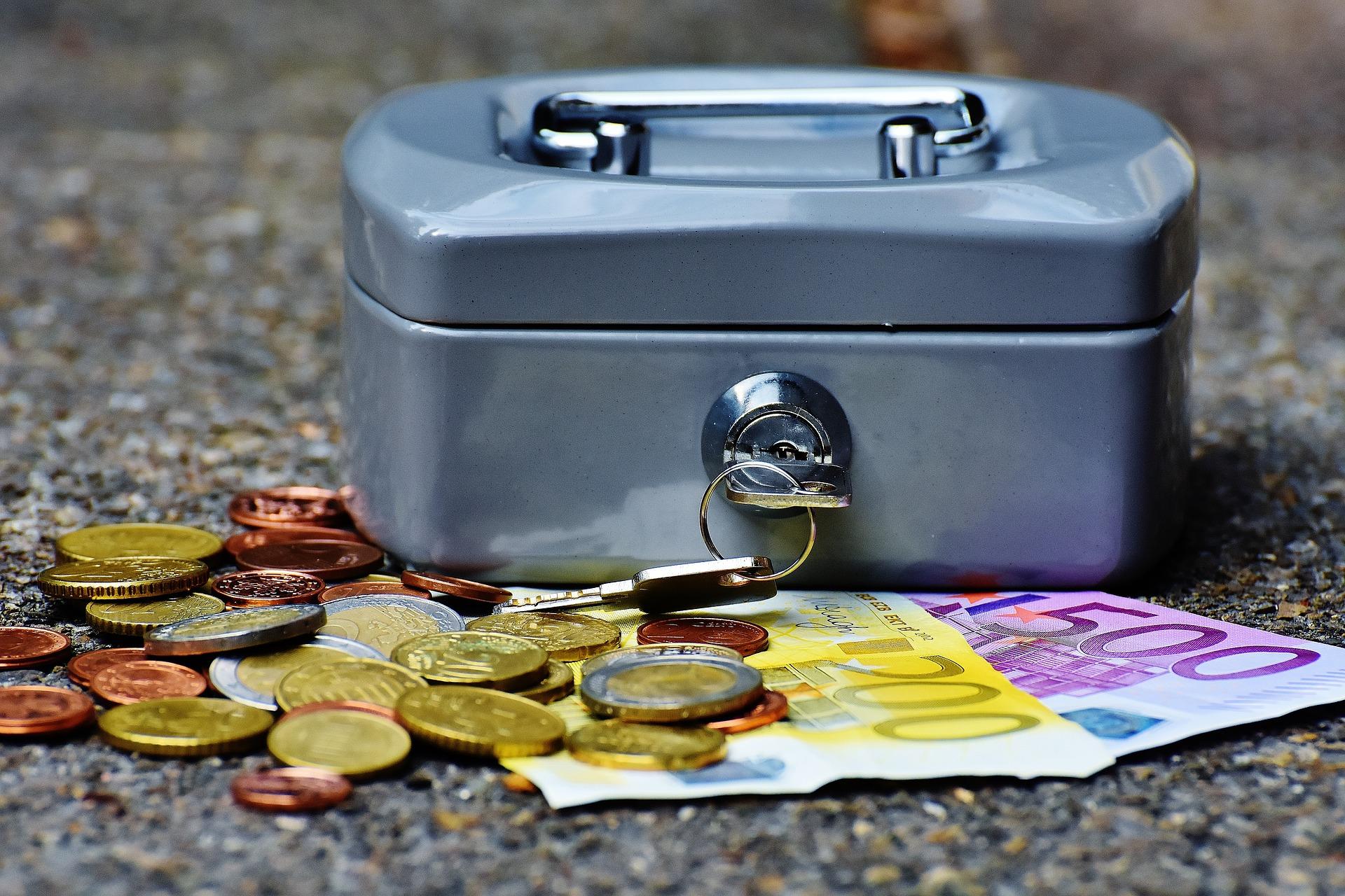 wie finanziert man eine weltreise? indem man sein geld versteckt